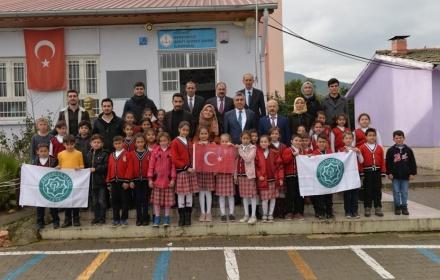 Osmaniye'mizde 4 İlköğretim Okuluna İhtiyacı Olan Öğrencilerimize Kışlık Bot ve Mont Yardımı